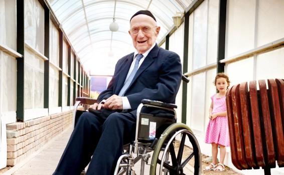 Un Juif Rescape De La Shoah Pourrait Etre L Homme Le Plus Vieux Du