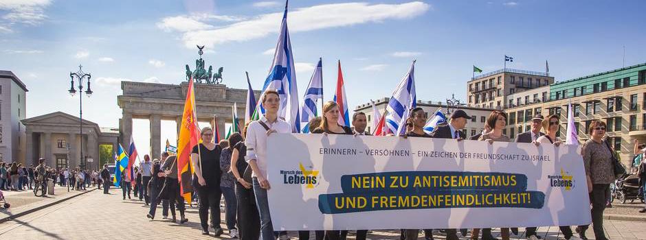 Rencontre incroyable entre rescapés et descendants de criminels nazis